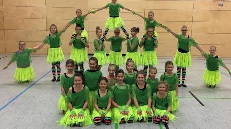 """""""D'Juwis"""" aus Oberroth treten bei dem Dance-Cup am Sonntag auf. Ihre Trainerin Claudia Hahn organisiert die Veranstaltung."""