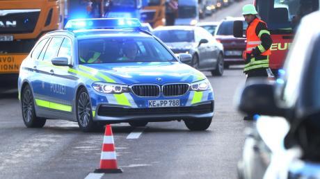 Ein Mann hat am Dienstag auf der A8 bei Dasing die Rettungsgasse blockiert. Jetzt droht ihm eine Anzeige.