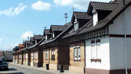 Die Wieland-Häuser in Vöhringen wurden 1991 in die Bayerische Denkmalliste aufgenommen. Das Haus in der Illerzeller Straße, das von Bewohnern weiß gestrichen wurde, tanzt aus der Reihe. Heute müssen die Fassaden so belassen werden, wie sie einst gebaut wurden.