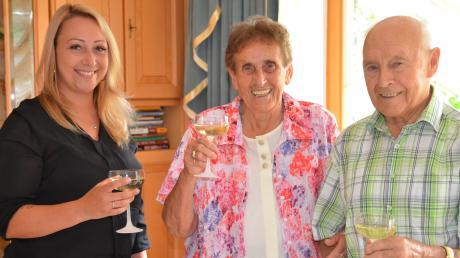 Unterroths stellvertretende Bürgermeisterin Erika Schneller gratuliert Anna und Georg Baur zu 60 gemeinsamen Ehejahren.