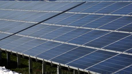 Zwischen Illerberg und Witzighausen soll entlang der A7 ein Solarpark errichtet werden.