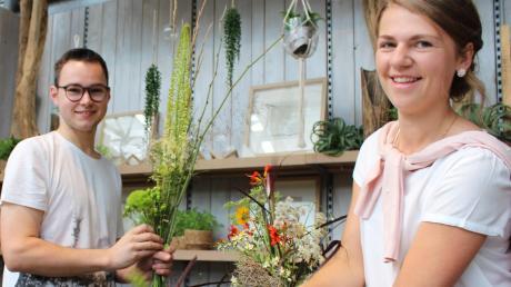 Samuel Popp aus Kellmünz und Elisabeth Merkle aus Filzingen haben heuer ihre Ausbildung als Floristen beendet. In dem Job kommt es auf Kreativität und handwerkliches Geschick an.
