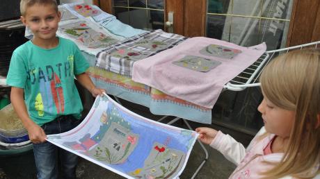 Nach dem Lesen in die Tonne? Das muss nicht sein, finden die Kinder aus Winterrieden. Sie haben aus alten Zeitungen neues Papier geschöpft – und wahre Kunstwerke gestaltet.