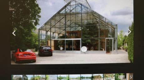 Zu haben: Mit vielen Fotos wird dieses Lehmhaus-im-Glashaus in Unterroth auf einem Onlineportal zum Verkauf angeboten.