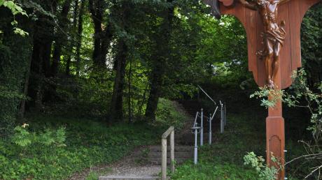 """Die """"Rosenkranztreppe"""" ist in fünf Abschnitte mit je zehn Stufen gegliedert."""