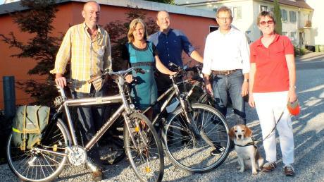 Mit einer Fahrrad-Demo wollen (von links) Günter Petters (Bund Naturschutz), Sabine Snehotta (ÖDP), Franz Schmid (ADFC), Ulrich Fliegel (Grüne) und Krimhilde Dornach (ÖDP) auf Verkehrsprobleme hinweisen und Weißenhorn in eine fahrradfreundlichere Stadt verwandeln.