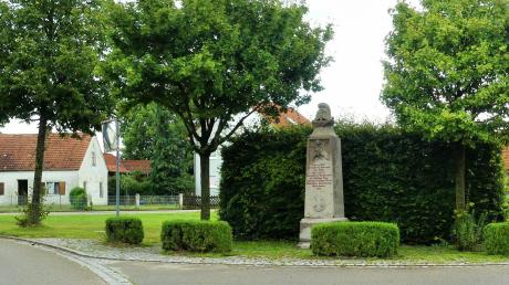 Wo heute das Kriegerdenkmal steht, befand sich der Fuggersche Zehntstadel.