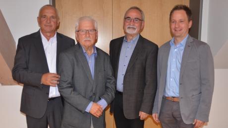 Wolfgang Schrapp (links) folgt als stellvertretender Bürgermeister auf Kurt Bucher (zweiter von rechts). Das langjährige Gemeinderatsmitglied Otto Höfer (zweiter von links) gibt seinen Sitz an Benjamin Windirsch (rechts) ab.