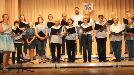 Gastgeber des Gruppensingens des Kleinen Illergaus war diesmal die Chorgemeinschaft Au. Deren Ensemble Vocalis eröffnete den Konzertnachmittag in der Josef-Weikmann-Halle.