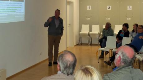 Wilhelm Daurer gibt Einblicke in die Ortsgeschichte.