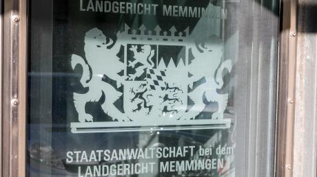 Bei einem schweren Raubüberfall im Landkreis Neu-Ulm wurden Uhren im Wert von mehr als 500.000 Euro gestohlen.