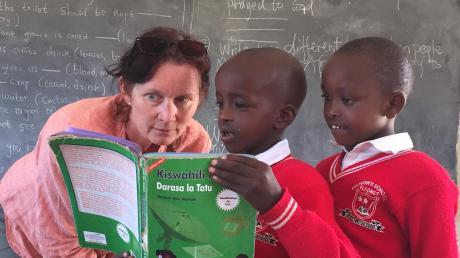 Ein Lebenswerk: In Kenia hat Sylvia Rohrhirsch zusammen mit dem kenianischen Ex-Langstreckenläufer Felix Limo eine Schule für Waisenkinder errichtet. Jedes Jahr reist sie nach Eldoret, um die Menschen vor Ort zu unterstützten.