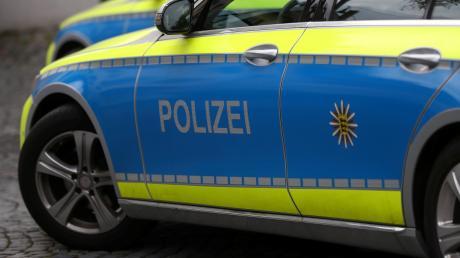 Ein betrunkener Fußgänger hat die Polizei Neu-Ulm beschäftigt.