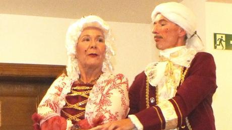 Petra und Wolfgang Duft tanzten in barocken Kleidern.