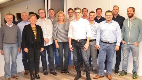 Die Freien Wähler Bellenberg haben 16 Kandidaten für die Gemeinderatswahlen sowie mit Manuel Fink (vorne Mitte) einen Bürgermeisterkandidaten nominiert.
