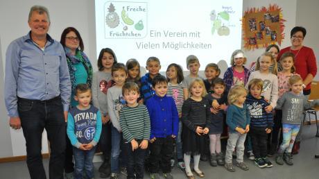Neu gegründet: die Kindergruppe des Obst- und Gartenbauvereins Winterrieden mit Vorsitzendem Anton Weixler, Silke Gänsler und Angelika Haider (rechts).