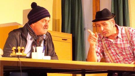 Ein ideales Paar sind Edmund Klingler als Bürgermeister (links) und Hans-Peter Span als Hannes.