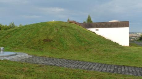 Aus unserem Archiv: Blick auf den Hochbehälter des bestehenden Tiefbrunnens der Gemeinde Kettershausen.