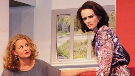 Wird Sarah Radford (links) verrückt – oder wird ihr nur übel mitgespielt? Ihre liebenswerte Freundin Kate macht sich Sorgen.