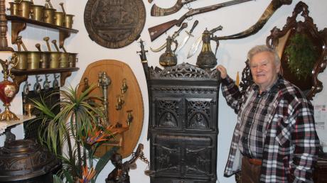 Mit alten Krügen hat alles begonnen. Inzwischen sammelt Adolf Meier aus Vöhringen seit 50 Jahren Antiquitäten. Viele hat er bei Versteigerungen ergattert, andere zufällig auf Flohmärkten entdeckt.