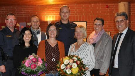 Das Bild zeigt (von links) Polizist Andreas Strehl, Doris Hörmann, Franz Mayr (Verkehrswacht), Monika Hirt, Polizist Matties Köster, Carola Heck, Konrektorin Brigitte Imminger und Schulverbandsvorsitzenden Otto Göppel.