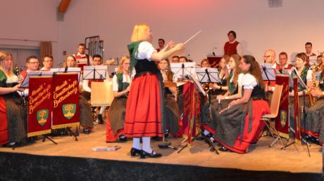 Als Gastkapelle erfreuten die Bellenberger unter der Leitung ihrer Dirigentin Monika Wagner über 200 Zuhörer mit ihrem Spiel.