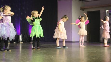 Die Feenvorführung der Jüngsten verzauberte die Zuschauer in der Bucher Rothtalhalle.