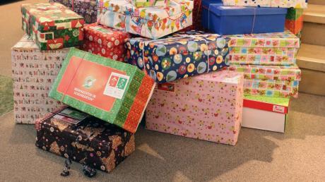 Päckchen für hilfsbedürftige Kinder werden gesammelt.