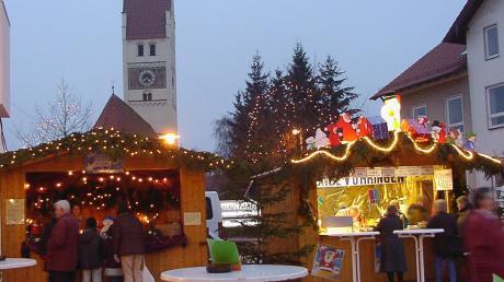 Rund um das Kulturzentrum eröffnet auch in diesem Jahr wieder der Vöhringer Weihnachtsmarkt. An mehreren Ständen können sich Besucher auf die Weihnachtszeit einstimmen.