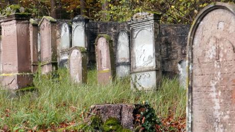 Der jüdische Friedhof nahe Osterberg hat die Jahrzehnte überdauert. 45 Grabsteine erinnern heute noch an die Gemeinde, die etwa bis zur Jahrhundertwende bestand.