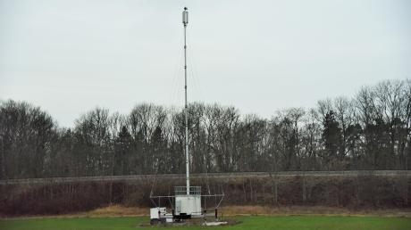 Die provisorische Funkübertragungsanlage südlich von Altenstadt soll durch einen stationären Stahlgitter-Antennenmast ersetzt werden.