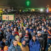 Mehr als 4000 Landwirte nahmen am Donnerstagabend in Memmingen an einer Protestaktion teil. Sie kamen mit etwa 3000 Traktoren in die Maustadt, schätzt die Polizei.