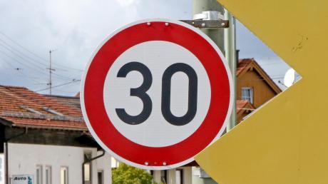 Unterschiedliche Voraussetzungen sind bei einer Geschwindigkeitsbegrenzung auf 30 Stundenkilometer und einer Tempo-30-Zone zu erfüllen.