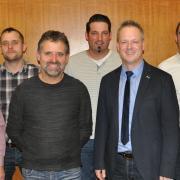 Diese Kandidaten treten für die Wählervereinigung Oberschönegg an: (von links) Thomas Rauh, Albert Freiberger, Walter Kramer, Hubert Kramer, Thomas Schön, Bürgermeister Günther Fuchs, Alexander Straub und Johann Rauh.