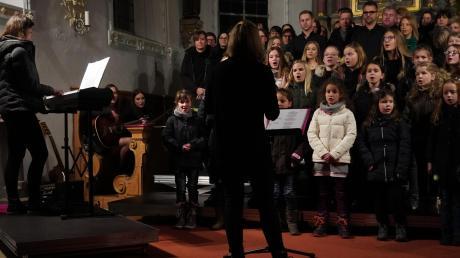 Die jüngsten Sänger aus Obenhausen, die Notenhüpfer, traten erstmals unter der Leitung von Anna Jank auf.