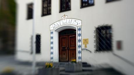 Der Marktrat in Babenhausen hat sich mit dem Bau eines Pferdestalls befasst.