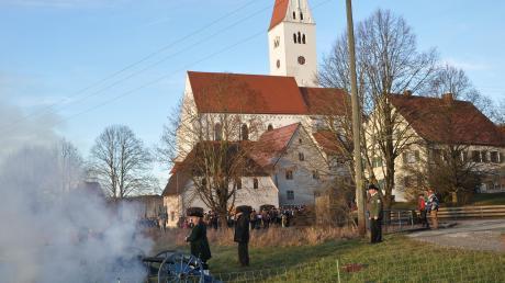 Die Schützengesellschaft Kirchhaslach verabschiedete das alte Jahr und begrüßt das Neue mit donnernden Salutschüssen. Der Bürgermeister blickte anschließend auf 2019 zurück.
