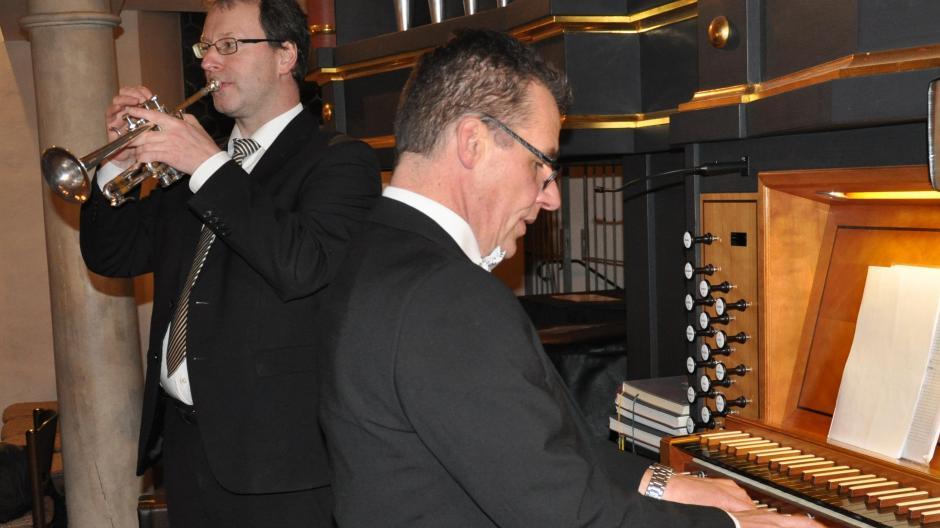 Michael Bischof (Trompete) und Andreas Weil (Orgel) zeigen, wie gut ihre Instrumente zusammenpassen.