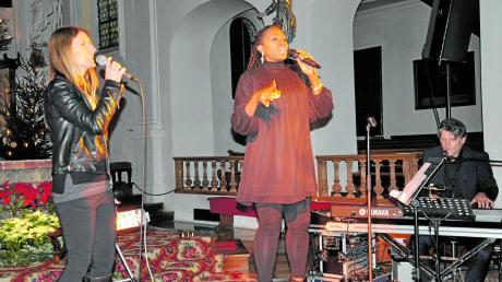 Mit ihrer ausdrucksstarken Stimme begeisterte Gospelsängerin Tracey Jane Campbell in der Pfarrkirche St. Andreas zahlreiche Besucher. Begleitet wurde sie von Andi Doncic (Keyboard, Saxofon) und Evie Sturm (Gesang, Übersetzung).