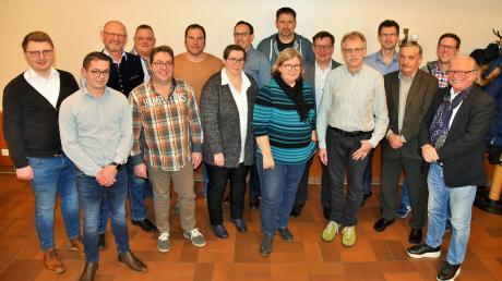 Die Freie Wählergemeinschaft Altenstadt schickt zur Kommunalwahl im März 17 Kandidaten ins Rennen um die Plätze im Marktgemeinderat. Auf dem Bild fehlt Uwe Jauernig.