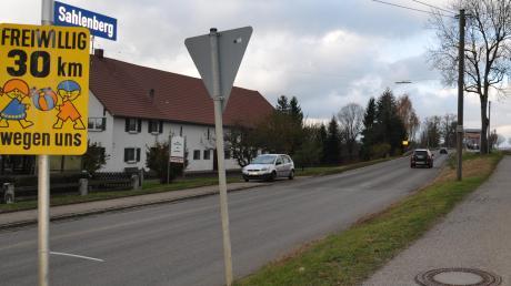 Bewohner der Straße Sahlenberg in Oberroth haben sich an die bayerische Sozialministerin gewandt, weil sie die Umbaupläne für ihre Straße für alles anders als seniorengerecht halten.