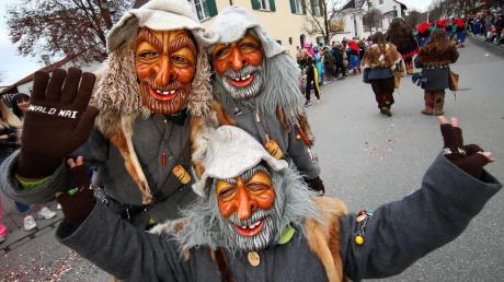 Ausgelassen war die Stimmung am Samstag beim Illertisser Fasnachtsumzug: Narren aus Nah und Fern hatten die Vöhlinstadt fest im Griff.