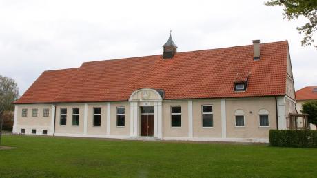Die Jahnhalle des TSV Illertissen darf stehen bleiben - und soll in das Seniorenwohnen der Caritas integriert werden. Der Sportverein plant seinen Neubau.