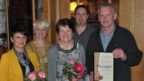 Das Bild zeigt (von links) Martha Zuchtriegel, Vorsitzende Marie-Luise Popp, Maria Steinle, Alfred Maucher und Andreas Walter.