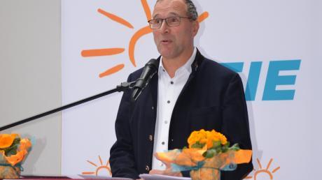 Alexander Hold, aus dem Landtag wie aus dem Fernsehen bekannt, hatte es nicht schwer, mit seinem Appell zu politischem Engagement auf offene Ohren zu stoßen. Zumal das politische Kaffeekränzchen in Bellenberg gut besucht war. F