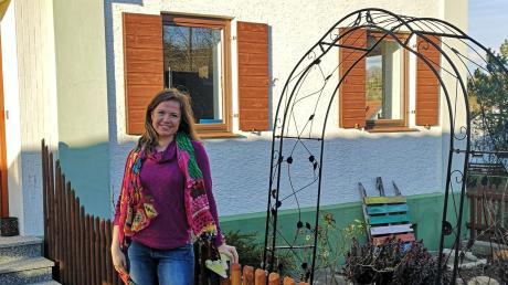 In ihrem Elternhaus in Nordholz wird Simone Mukabane ab Mai bis zu fünf Kleinkinder in ihrer Tagespflege betreuen. Neben Hühnern, Katzen und Enten wohnen auch Hasen auf dem Nordholzer Hof.