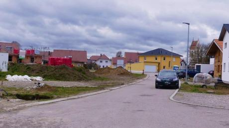 Die Straße im Baugebiet Kirchenäcker soll heuer eine Feinteerung erhalten. Dafür sind 100000 Euro im Haushalt eingestellt. Auf 1,4 Millionen Euro beläuft sich die größte Investition: die Sanierung der Kläranlage.