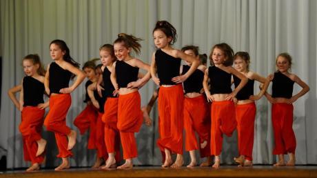 Ein abwechslungsreiches Abendprogramm gab es beim TSV Buch zu erleben – unter anderem mit den jungen Dancing Queens.