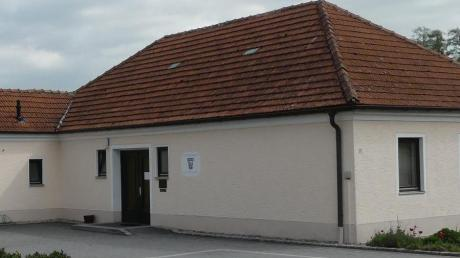Neue Ratsmitglieder ziehen in das Kettershausener Rathaus.