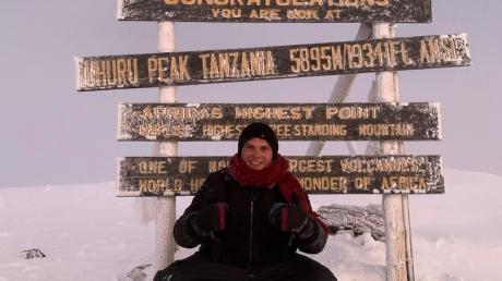 Glücklich, zufrieden und ohne eine Ahnung von der abenteuerlichen Heimreise: Michael Lämmle auf dem Kilimandscharo.
